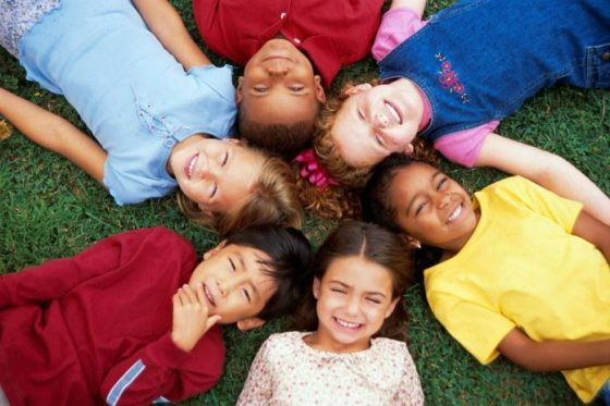 kids-friendship-696x464